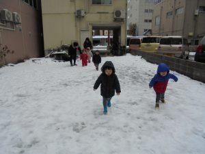雪の上だって走っちゃうもんね~!!