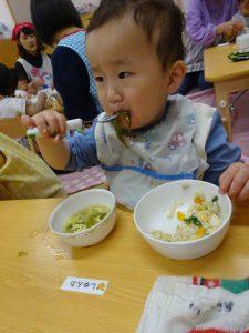 お友だちと一緒に食べると 苦手なお野菜も美味しいね~